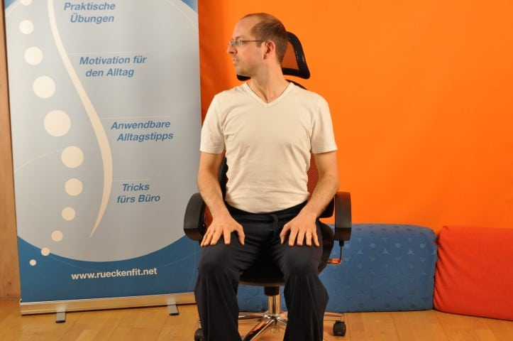 Dehnübungen Rücken - rechts links gucken