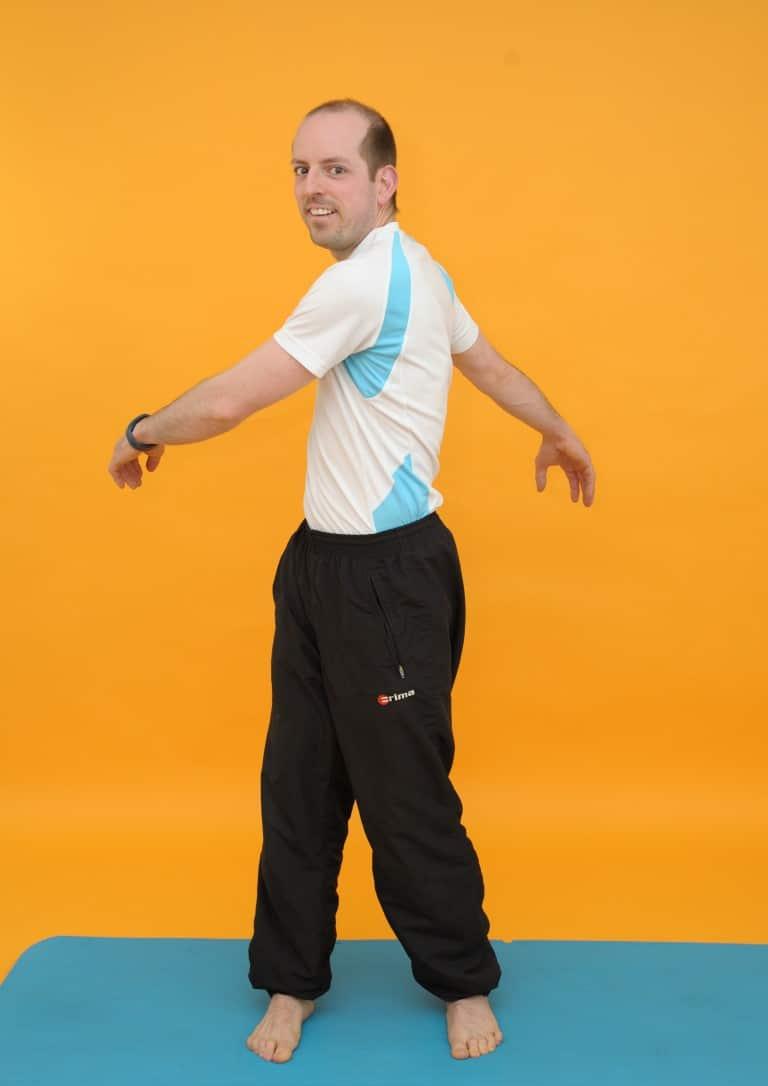 Rückenübungen - Arme schlenkern