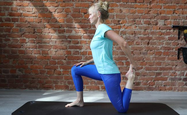 Rückenschmerzen unten links - Hüftbeuger dehnen - Fortgeschrittene Übung