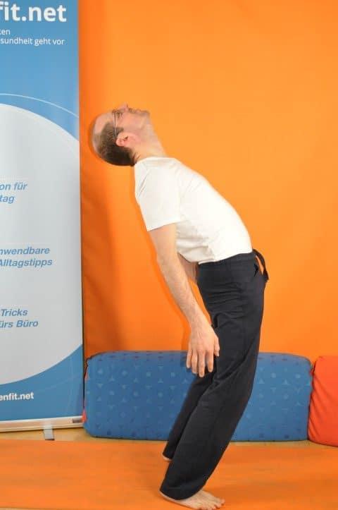 Rückenschmerzen unterer Rücken - Hans guck in die Luft