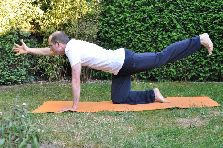 Rückenübungen bei Rückenschmerzen - Der schwankende Storch