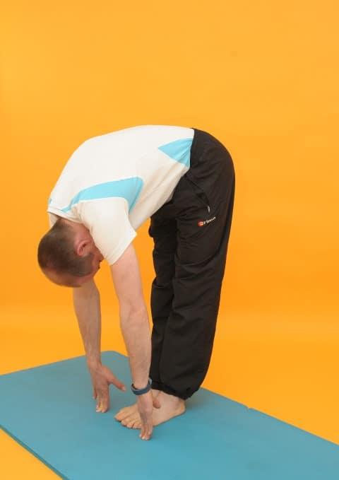 Rückenübungen bei Rückenschmerzen - Vorbeuge